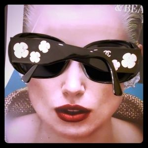 CHANEL authentic black sunglasses Camellia Flower